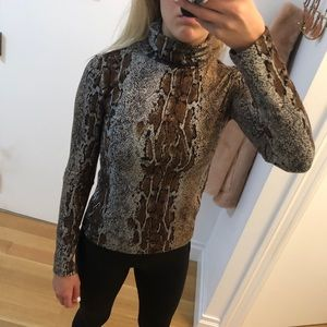 NEW Zara animal print long sleeve turtle neck top